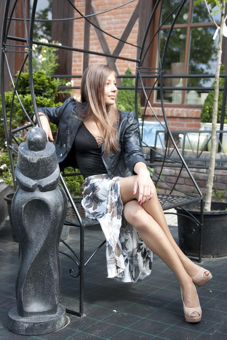 Asymmetrical skirt with brown flowers Ysabel La Belleza ...